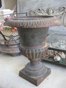 AWESOME OLD Vintage CAST IRON GARDEN URN Or METAL VASE Small Size Great  Patina